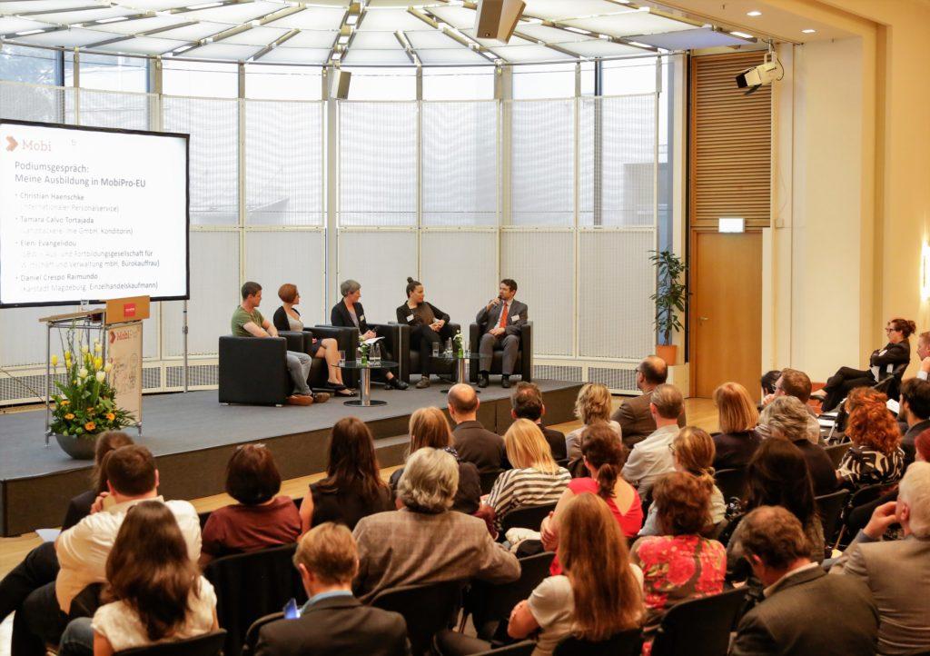Podiumsgespräch auf dem Bundesweiten Vernetzungstreffen MobiPro-EU 2018